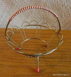 1950_s_small_wire_basket_holder